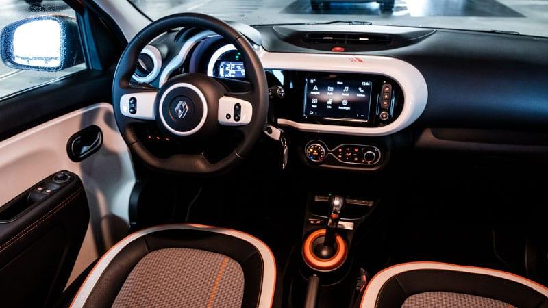 interieur Renault Twingo Electric met veel witte accenten