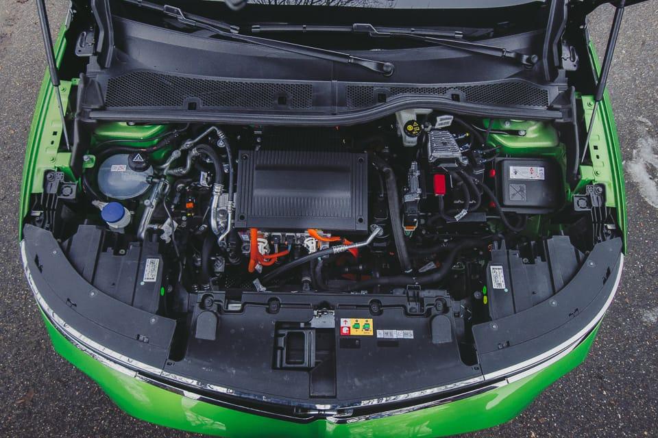 geopende motorkap Opel Mokka-e