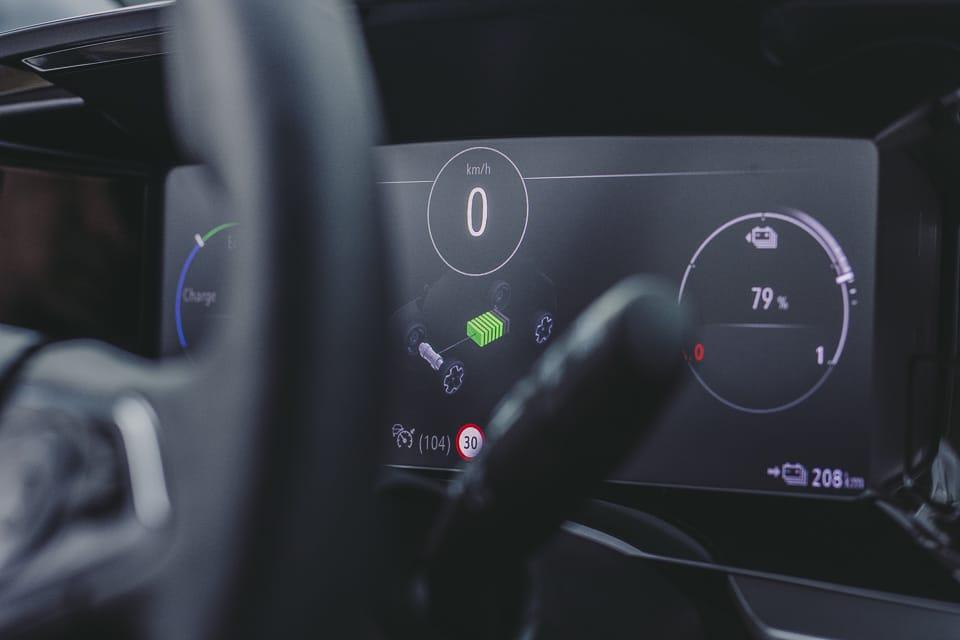 Pure Panel digitaal scherm met de snelheid accupercentage en actieradius Opel Mokka-e