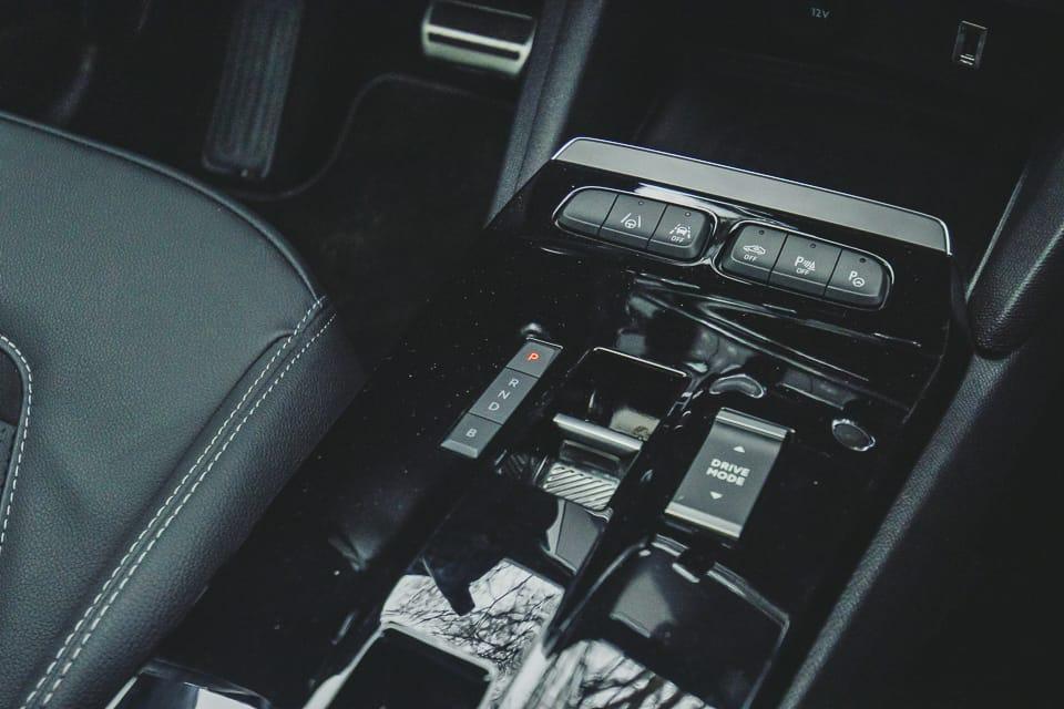 middenconsole met automaat en rijmodi knoppen