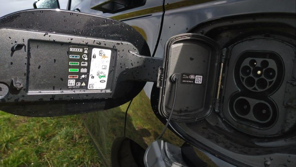 geopende laadopenening Range Rover Evoque p300e PHEV