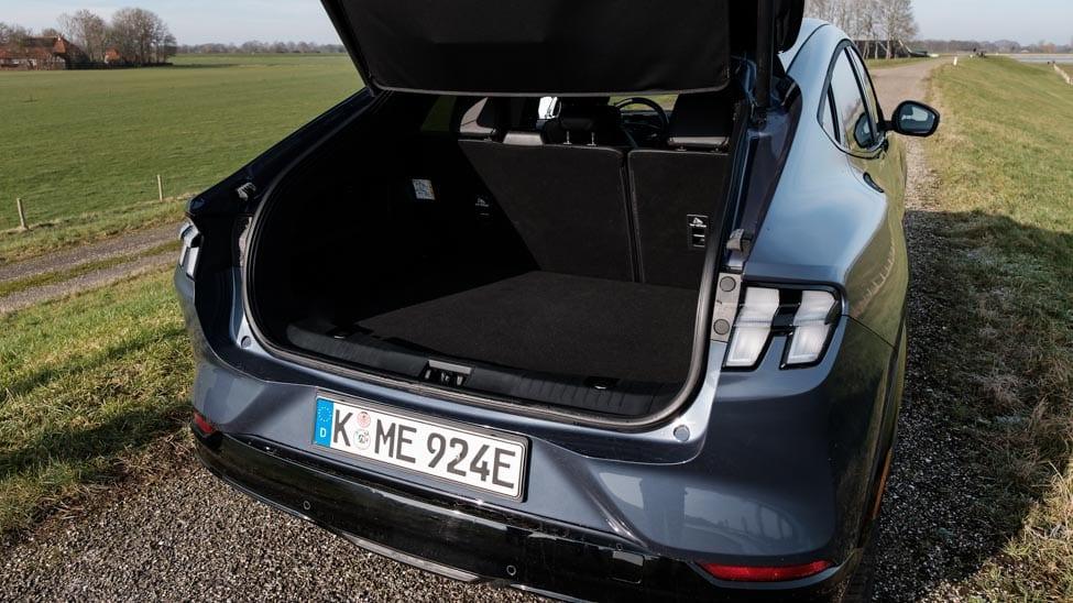geopende kofferklep bagageruimte Ford Mustang Mach e