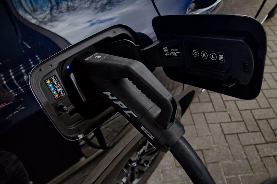 Tankklep BMW X3, HPC snellader Fastned, DC-lader, opladen