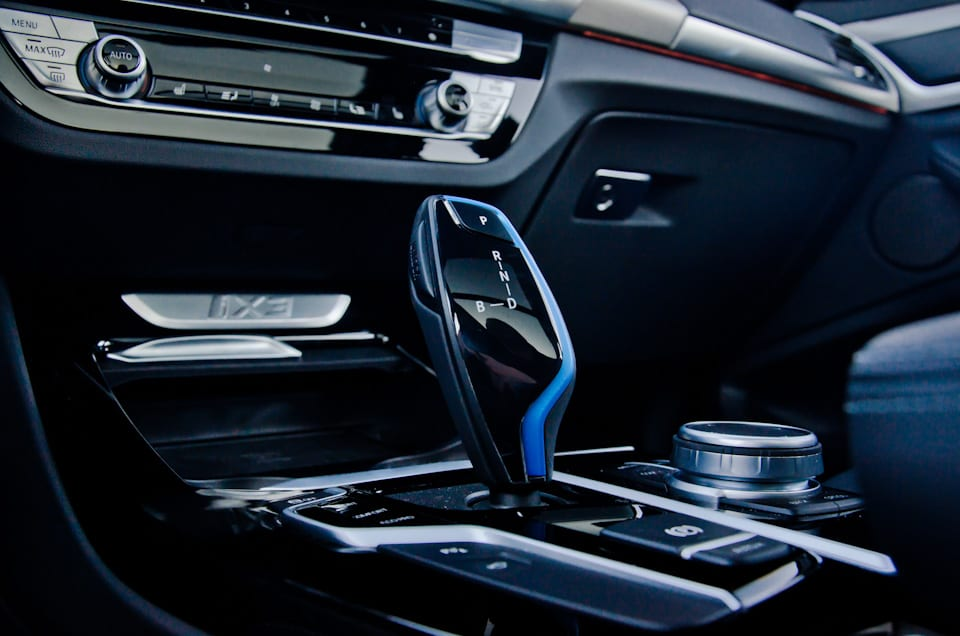 Schakelpook BMW iX3, BMW iDrive, blauwe accenten, Brake-functie