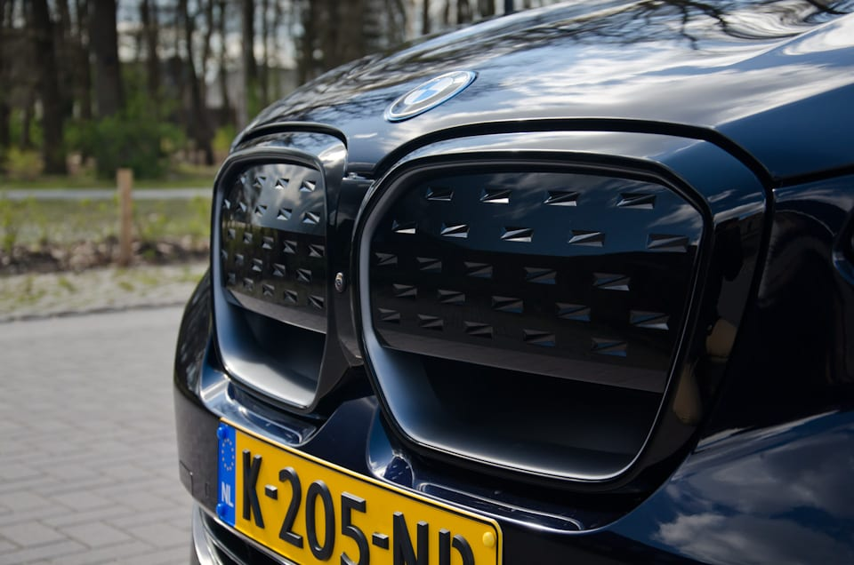 Dichte nierengrille, BMW iX3 Shadowline Black Pack