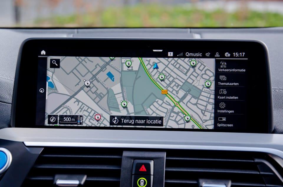 Navigatiekaart, roadmap, weergave beschikbaarheid laadpalen, navigatiesysteem BMW iX3