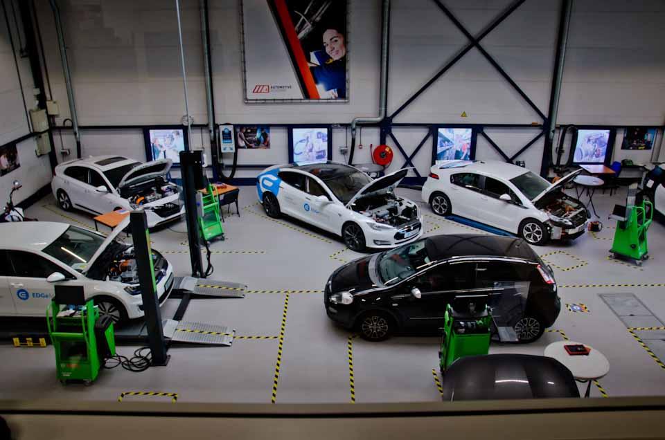De werkplaats/praktijkruimte EDGe Mobility en AutoNiveau