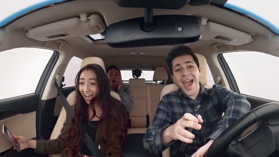 Lexus Driving Disrupted afleiden in het verkeer