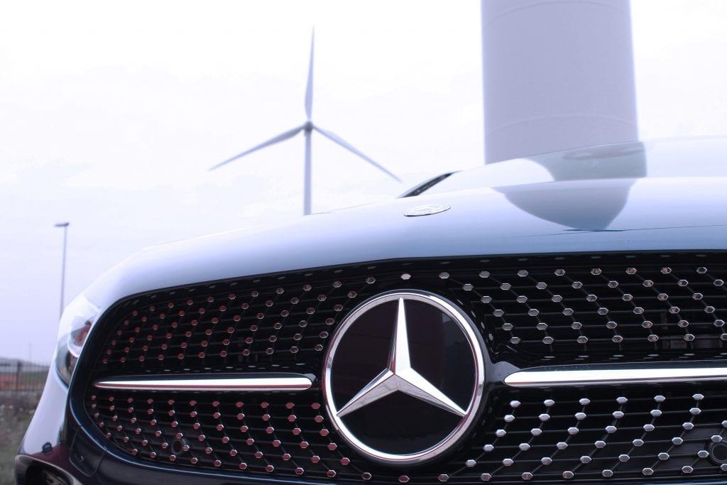 Mercedes ster bij windmolen
