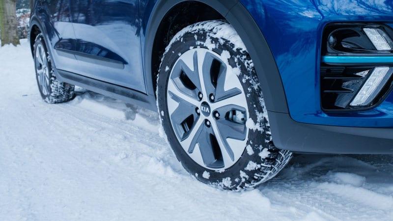 velg Kia E-Niro in de sneeuw