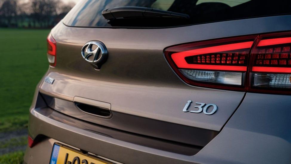 2021 Hyundai i30 kofferklep met logo en achterlichten