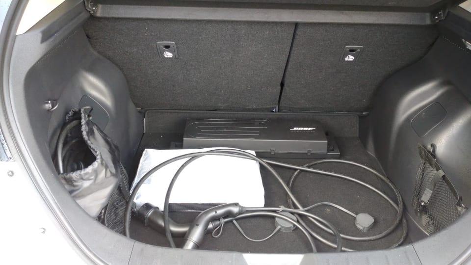Laadkabels in kofferbak