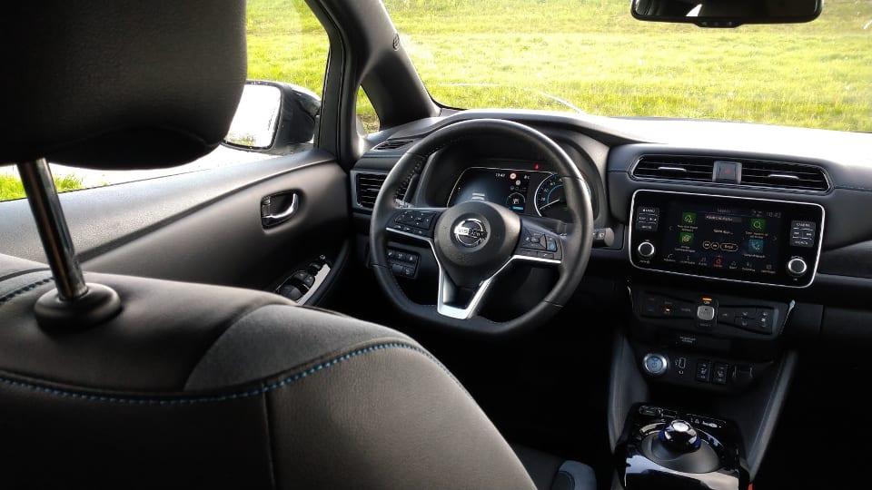 Interieur, Nissan stuur, cockpit