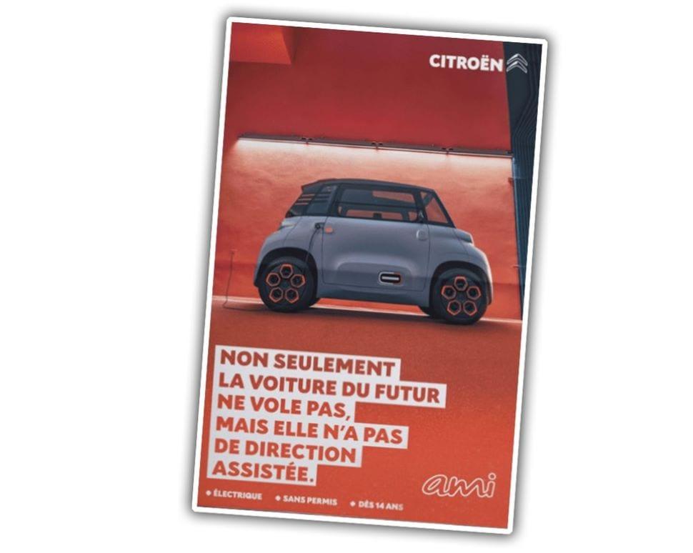 """Deze poster van de Ami luidt: """"De auto van de toekomst vliegt niet, hij heeft zelfs niet eens stuurbekrachtiging."""""""