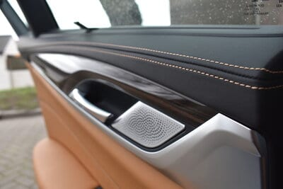 Stiksels in het interieur van de BMW 5 Serie