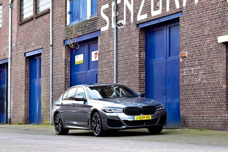 Het gefacelifte front van de BMW 5 Serie