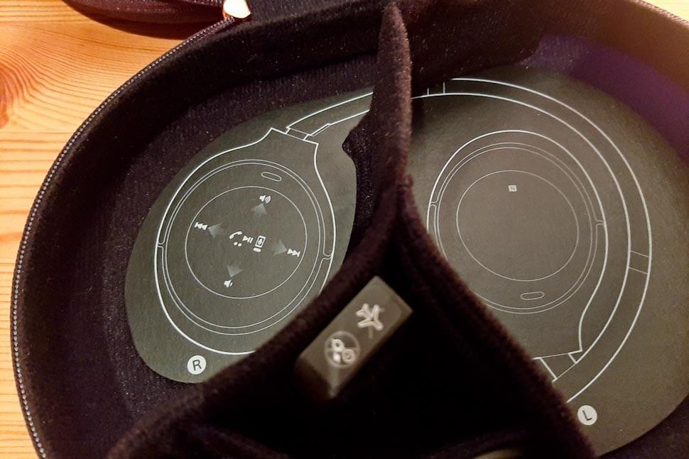 Opberghoesje voor Sony koptelefoon, blueprint met uitleg aanraakbediening, touch controls