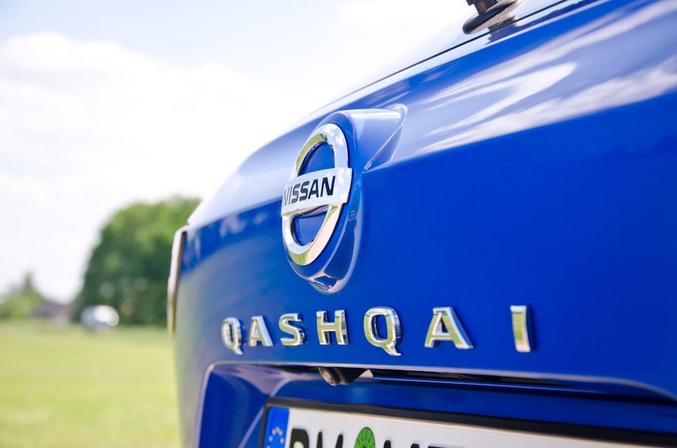 Qashqai 2021, Nissan logo, Nissan badge