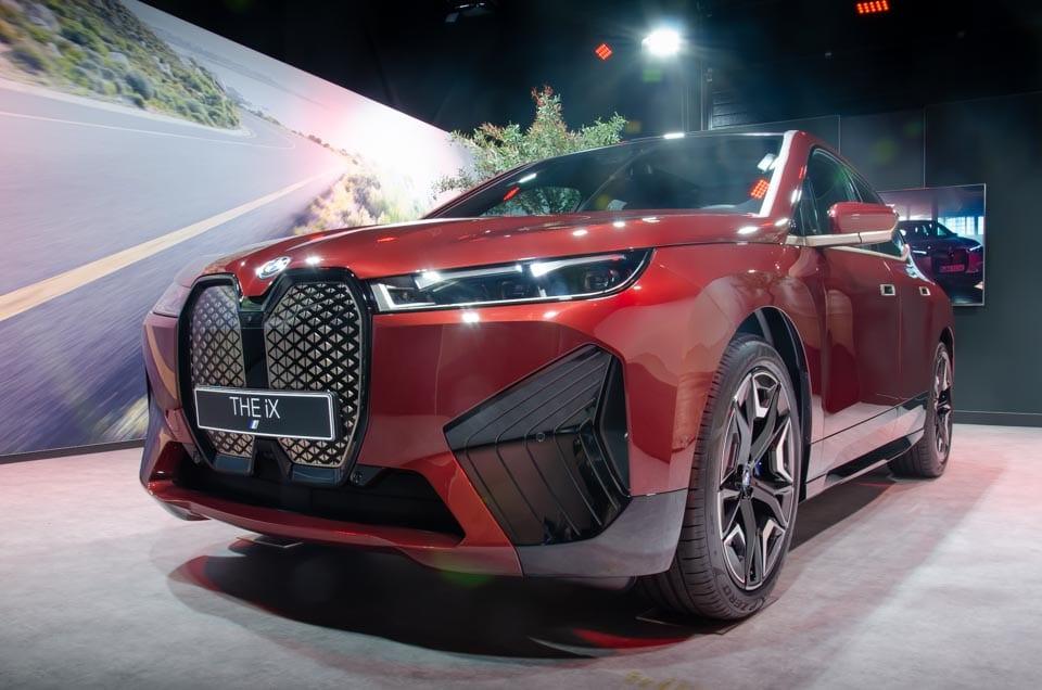 Voorzijde BMW iX, dichte frontgrille