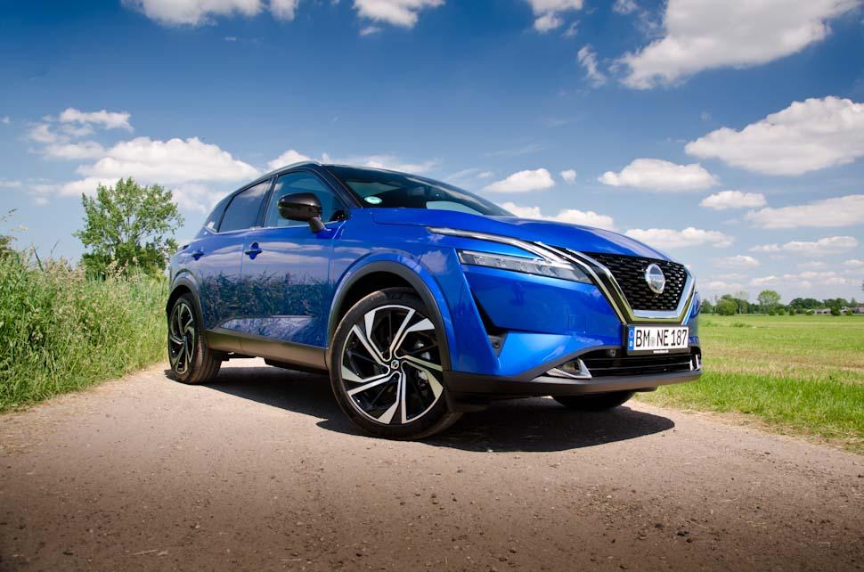 Voor/zij aanzicht Nissan Qashqai Tekna+ 2021