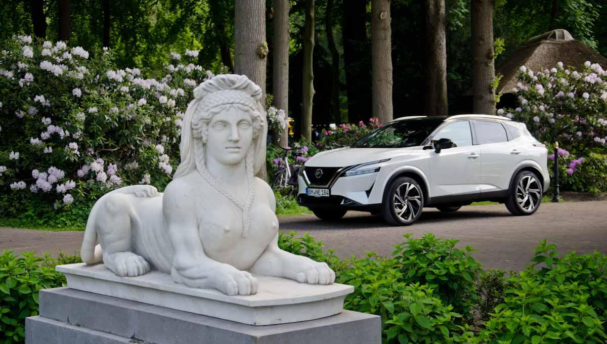 Nissan Qashqai 2021 bij een chique beeld