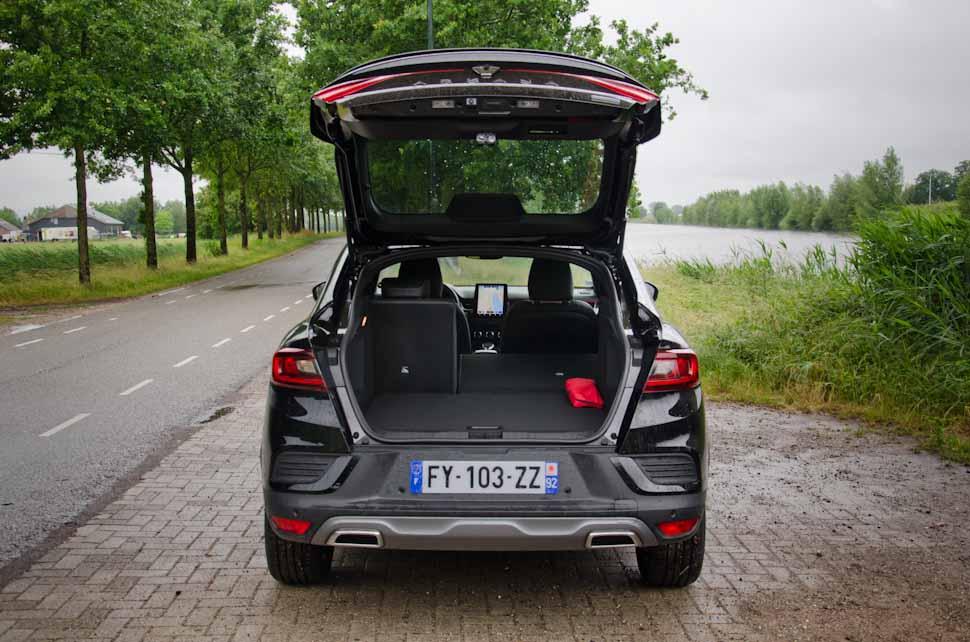 Bagageruimte, Renault Arkana met open kofferdeksel, achterklep open