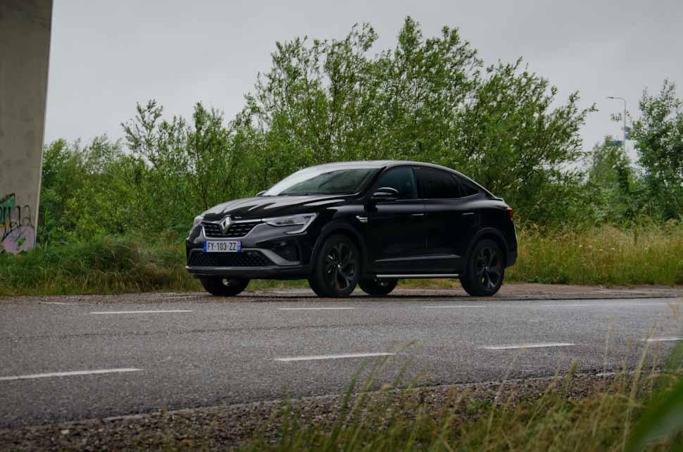 Linkerkant en voorzijde Renault Arkana 2021