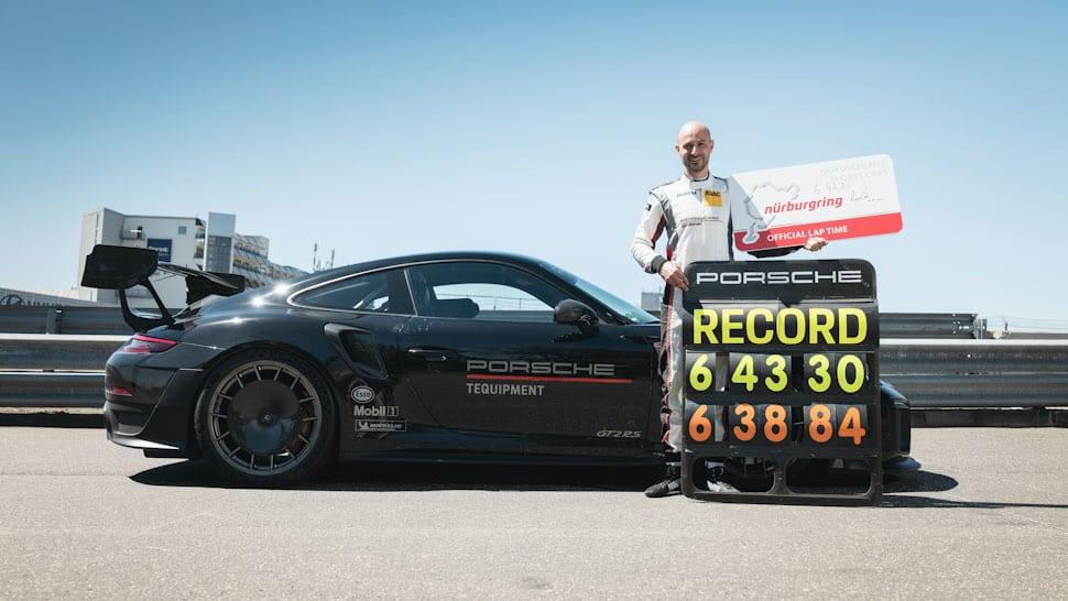 Rechterzijde Porsche 911 GT2 RS Manthey Racing, met racecoureur Lars Kern, Nürburgring official lap time