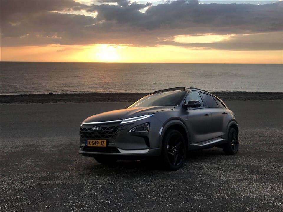 rijtest-Hyundai-NEXO bij zonsondergang