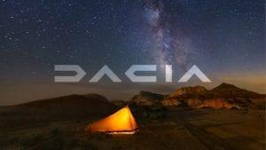 Het nieuwe dacia-logo met een avontuurlijke achtergrond