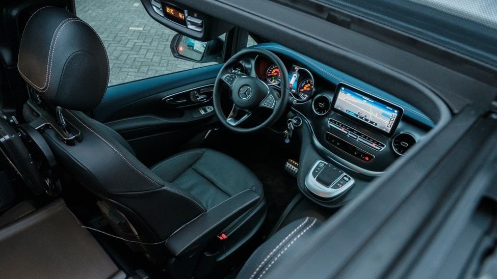interieur foto Mercedes EQV vanuit schuifdak