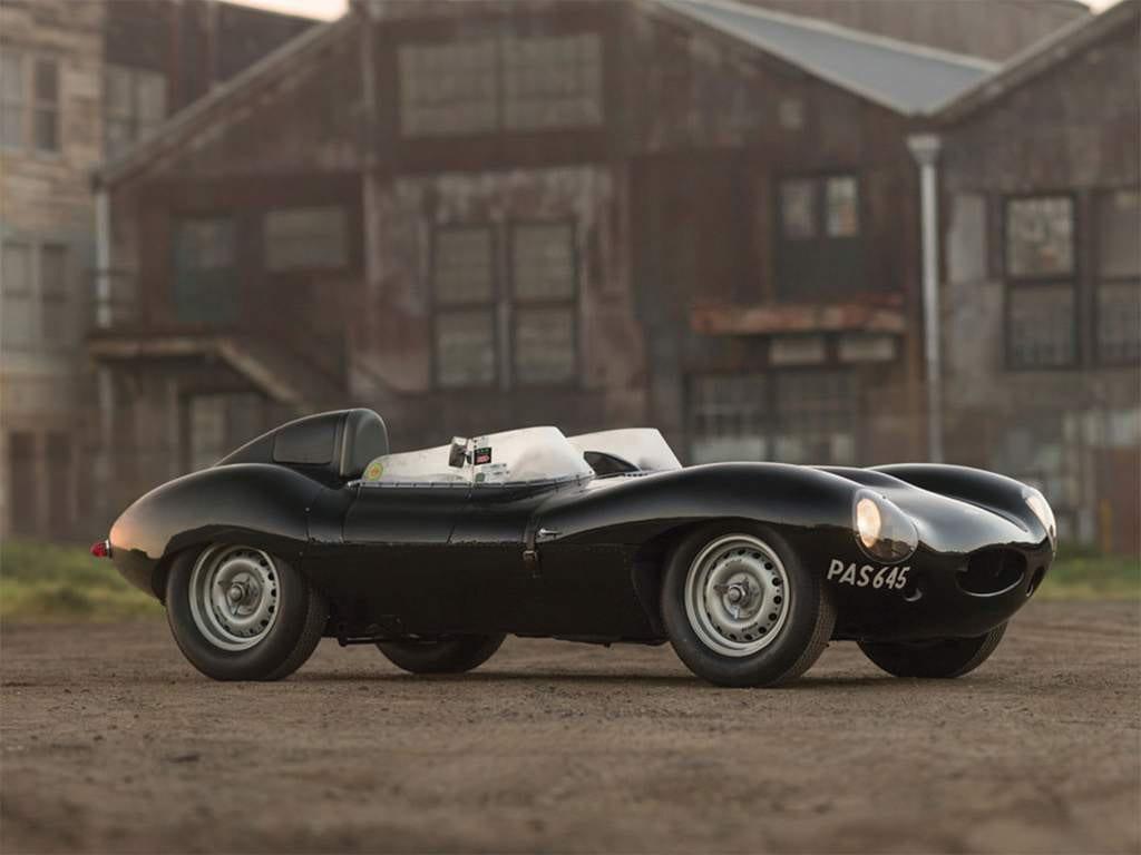 De Jaguar D-Type, gemaakt voor het circuit met de meest prachtige vormen.