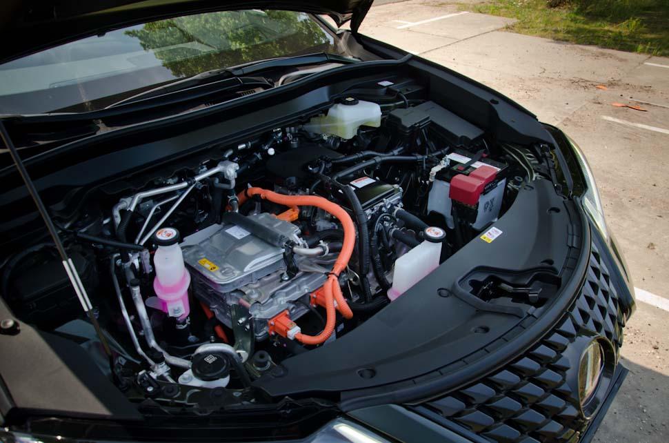 geopende motorkap Lexus UX 300e