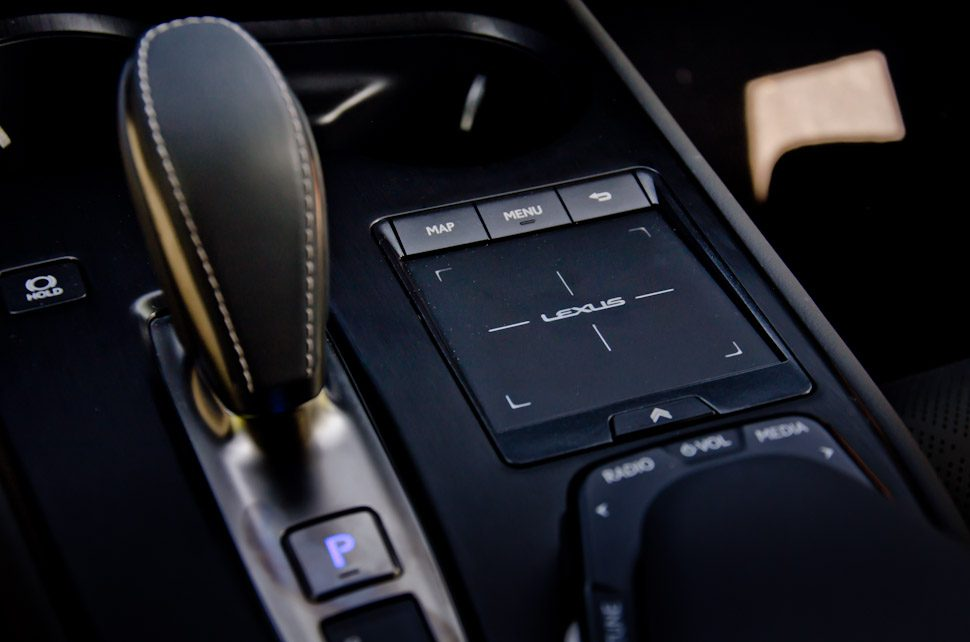 automaathendel Lexus UX