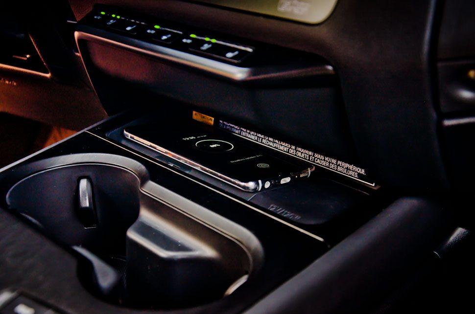 draadloos opladen Samsung Galaxy S10 in Lexus UX 300e