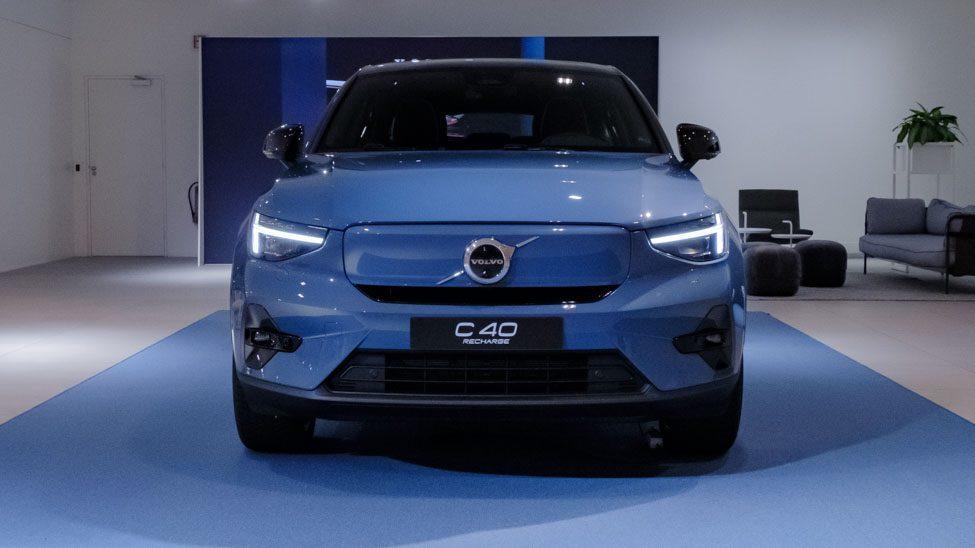 voorkant blauwe Volvo C40