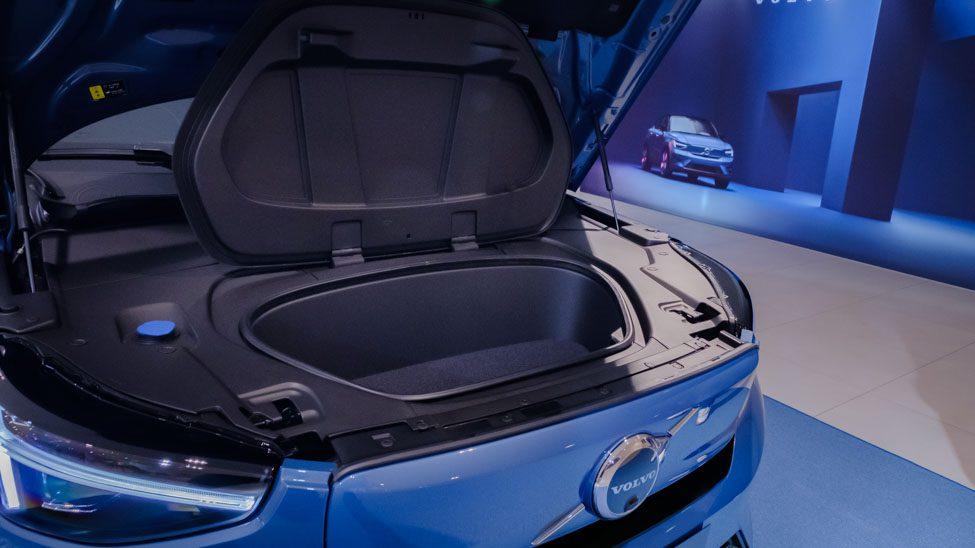 geopende motorkap Volvo C40 geopende frunk