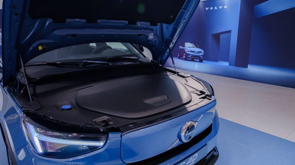 geopende motorkap Volvo C40 gesloten frunk