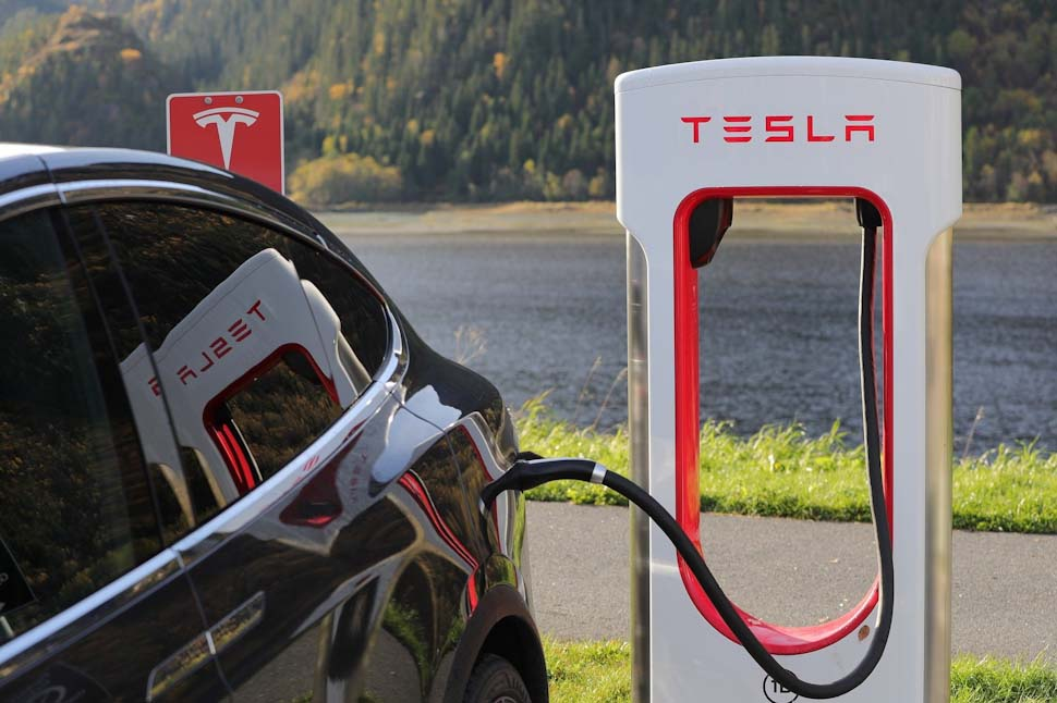 Tesla Model X Supercharger